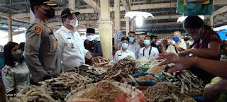 Bupati Samosir Monitoring Ketersediaan Bahan Pangan dan Harga di Pasar Pangururan Jelang Idul Fitri