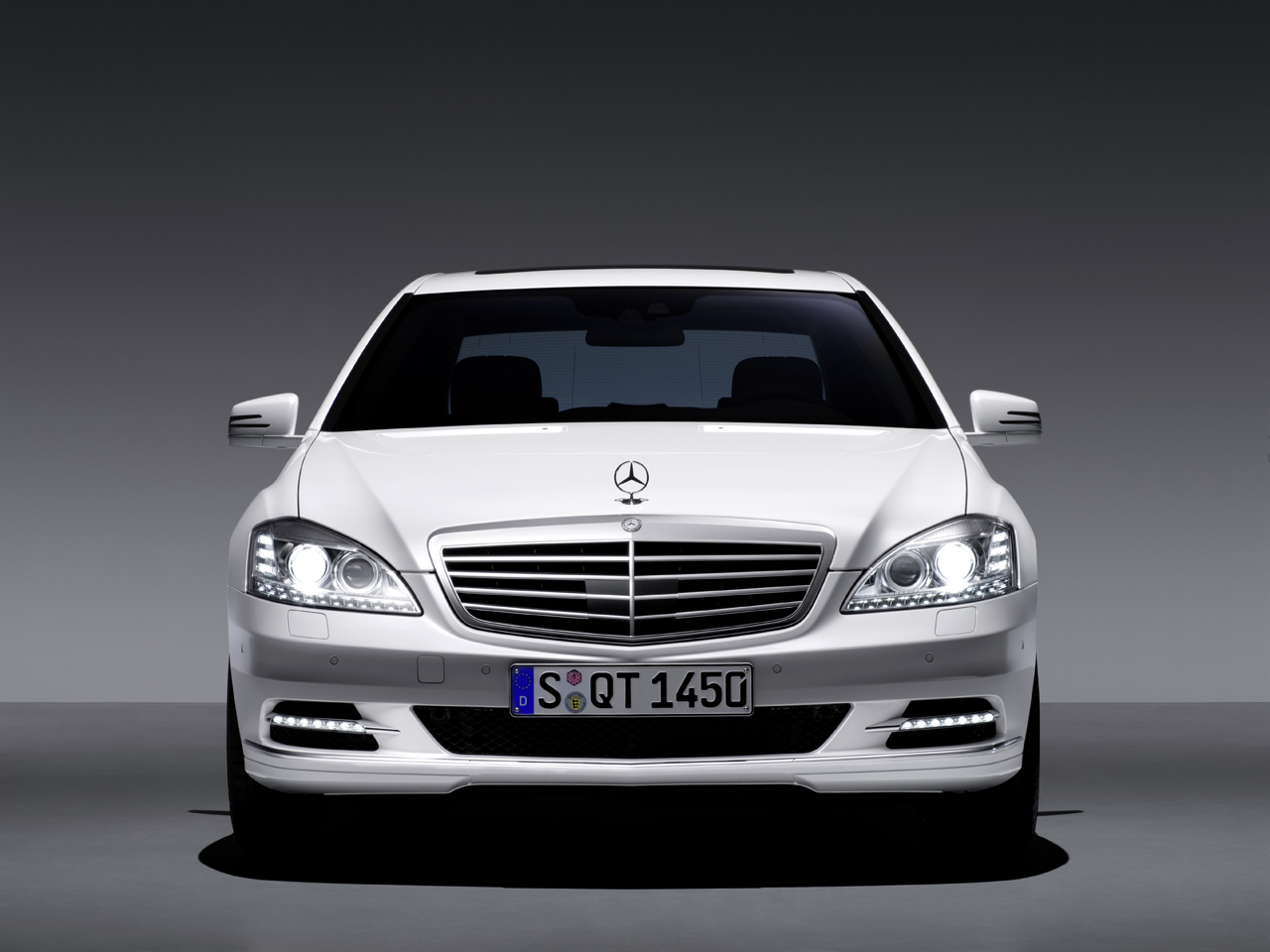 hot car pictures gallery 2010 mercedes benz s class. Black Bedroom Furniture Sets. Home Design Ideas