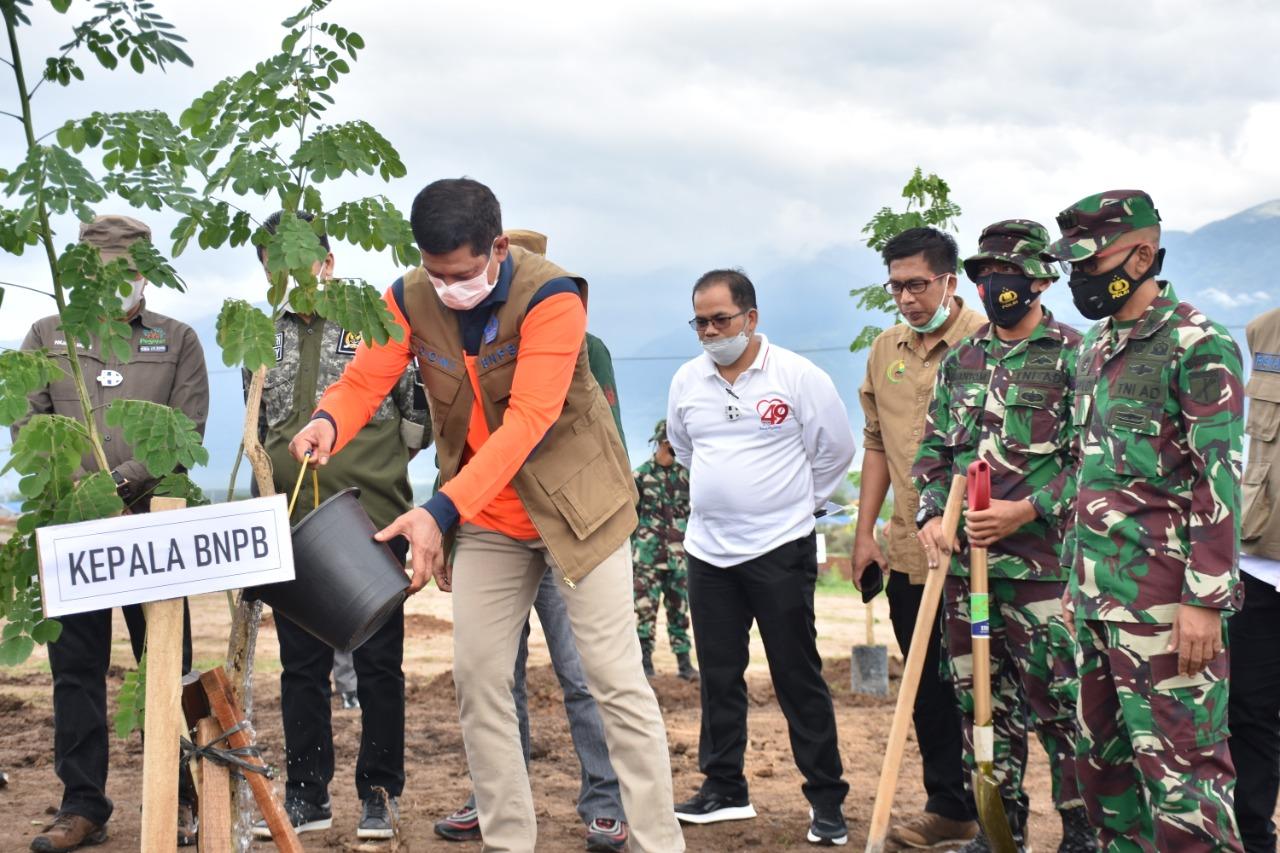 Hijaukan Kawasan Hutap Kabupaten Sigi, BNPB Dan Danrem 132 Tadulako Tanam Trembesi