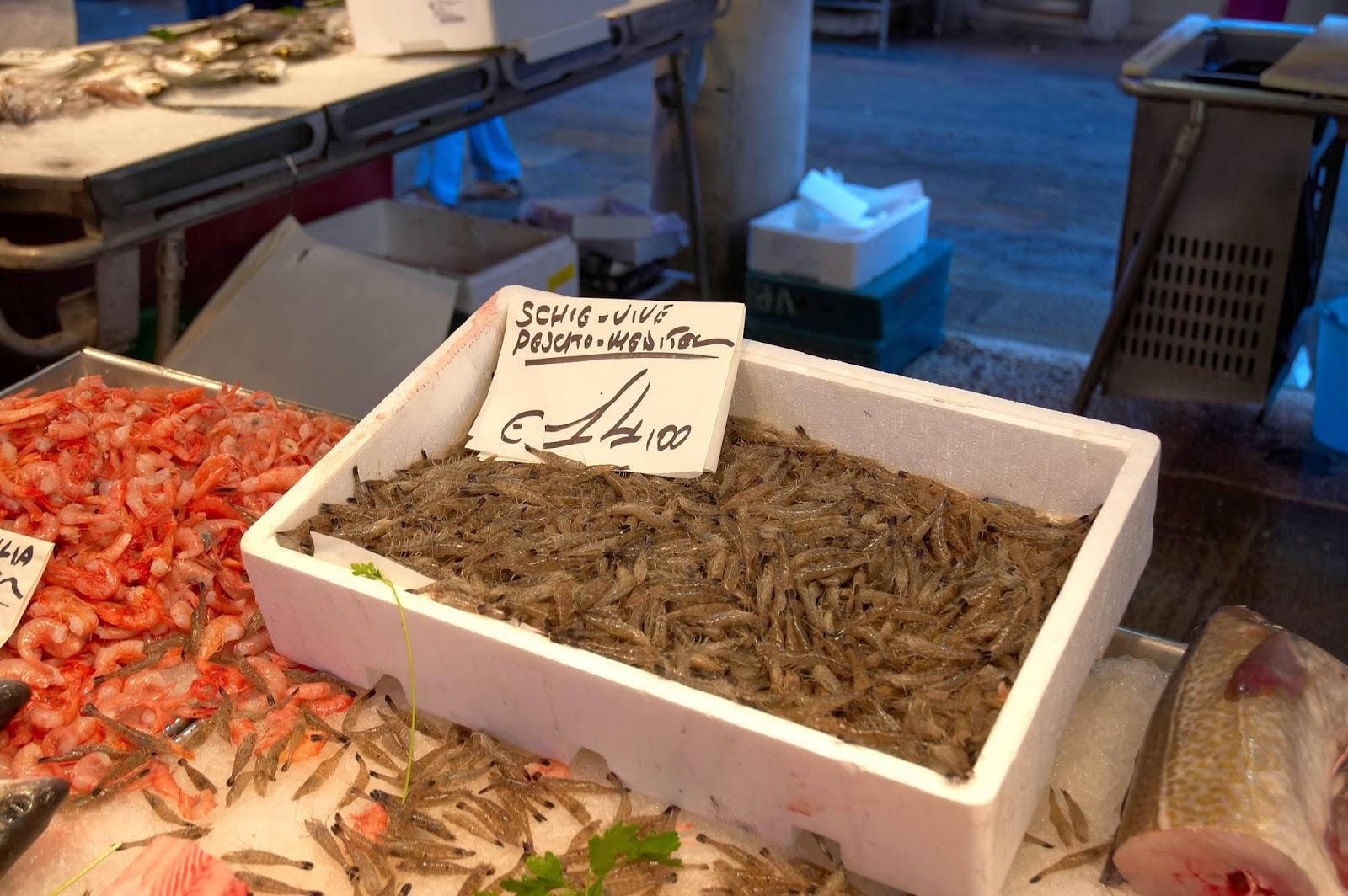 krewetki na targu w Wenecji