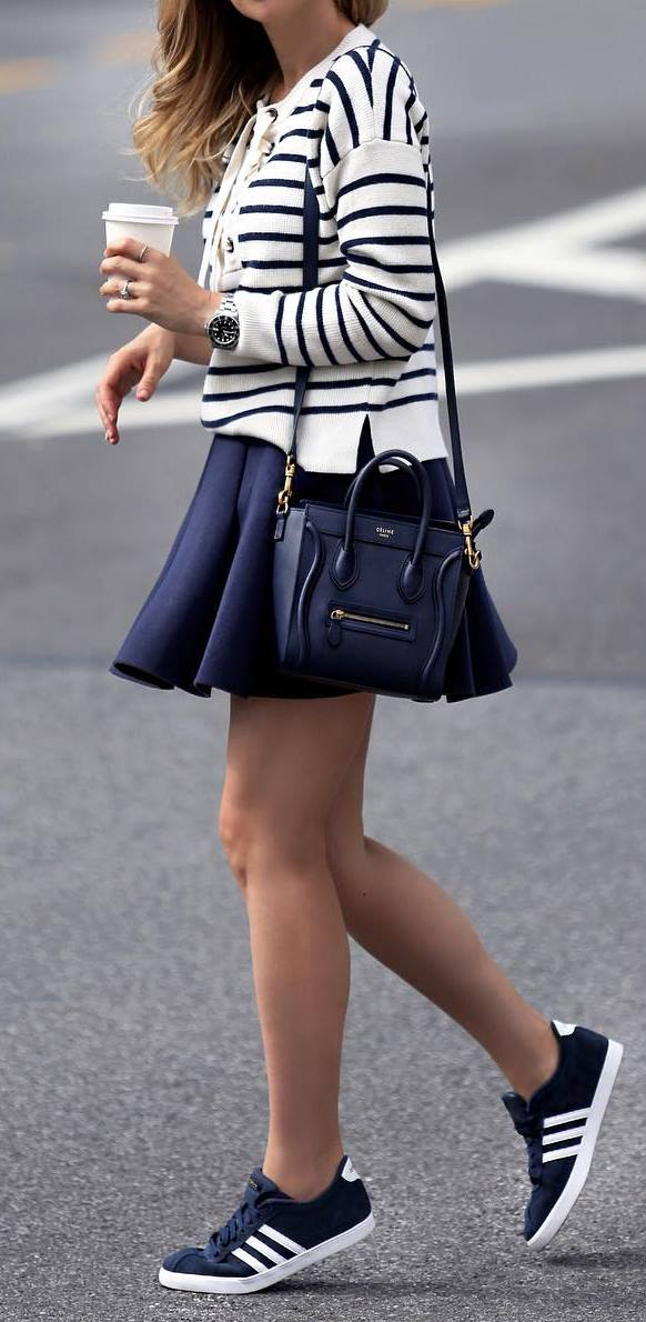 cool outfit idea: top + skirt + sneakers