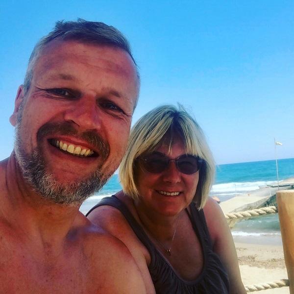 Wir beiden am Strand von Lyttos Beach