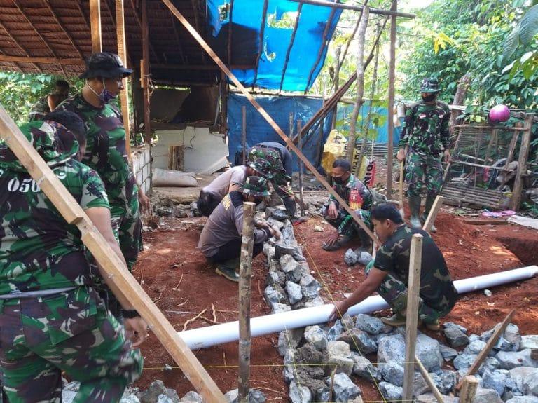 Bedah Rumah Menjadi Perhatian Satgas TMMD Kodim Martapura