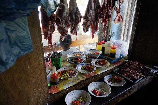 Daging Kambing dan bumbu sudah disiapkan
