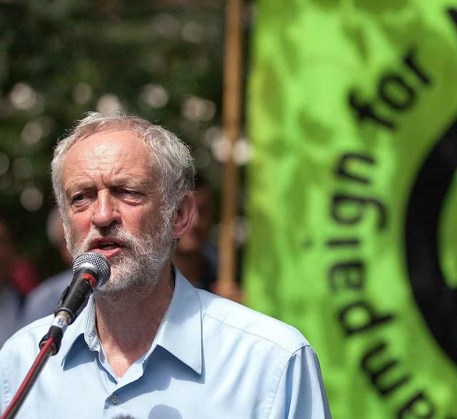 Um herdeiro de Marx do trabalhismo inglês, Jeremy Corbyn, é grande elo com o Kremlin.