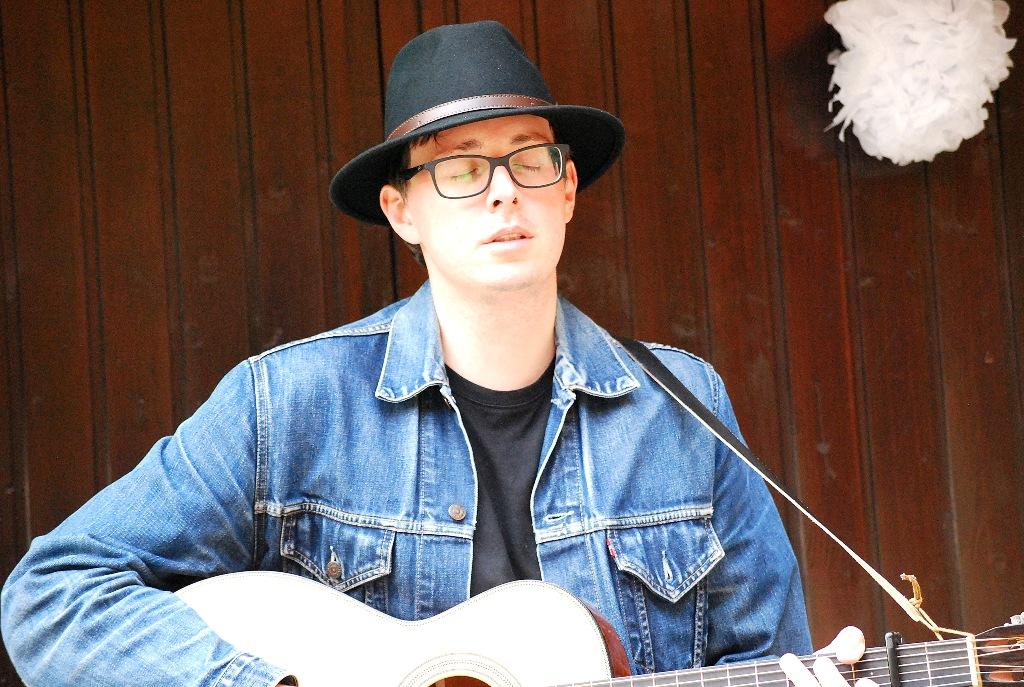 Ben Hermanski Singer Songwriter Bochum