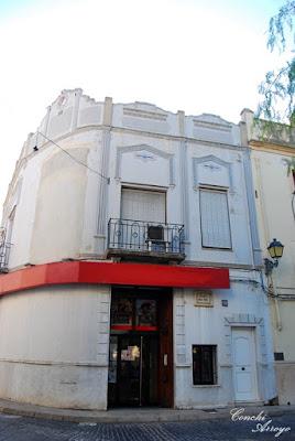 Edificio en la plaza del Sol de Manuel que albergaba un cine. Esta zona correspondia a la alquería de Faldeta