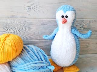 пингвин крючком из плюшевой пряжи