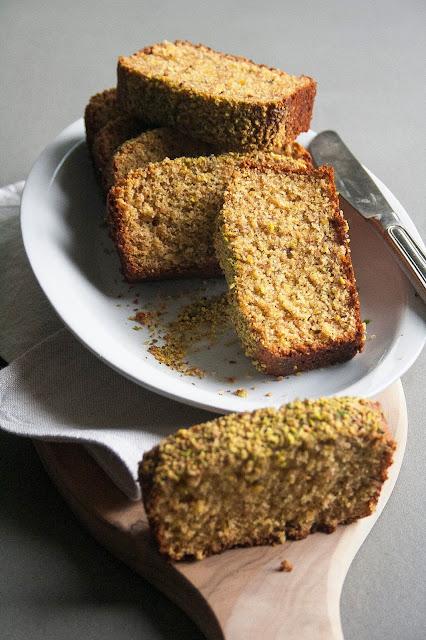 Plumcake ai pistacchi senza burro e senza lattosio