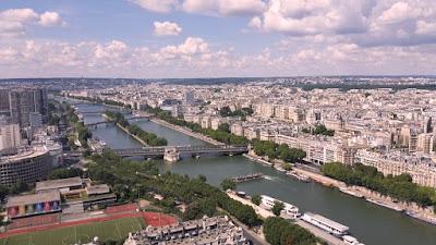 الفرنسيون ما بين الاستمتاع بالعطلة والخوف من موجة كورونا ثانية