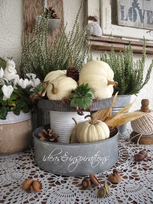 Inspiration für eine herbstliche Dekoration für den Balkon oder Garten