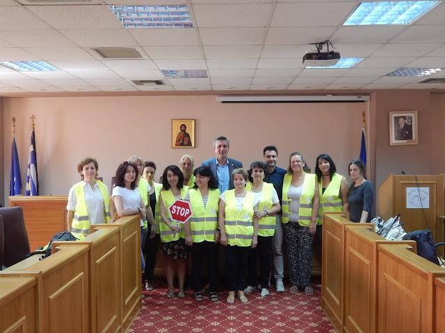 Άρτα: Συνάντηση Με Τις Σχολικές Καθαρίστριες Και Με Τις Σχολικές Τροχονόμους Στο Δήμο Αρταίων