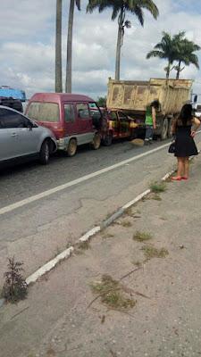 Acidente com engavetamento de 5  carros em Jacupiranga