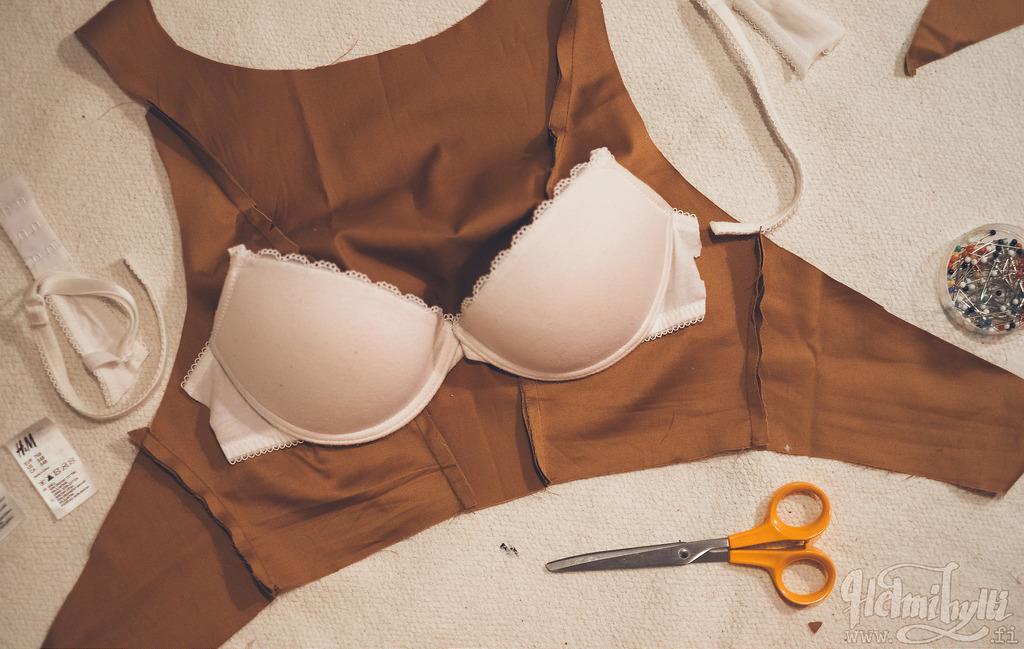 diy-avoselkainen-toppi-sisaanommellut-rintaliivit