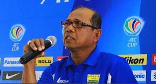Emral Abus Calon Terkuat Pelatih Baru Persib Bandung