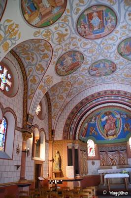 Interni ed affreschi dedicati al Santo Leone IX