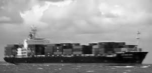 आईडब्ल्यूएआई उपनिदेशक ने शिपिंग कारपोरेशन के कैप्टन शांतनु को लाल बहादुर शास्त्री नामक कार्गो जहाज सौंपा।