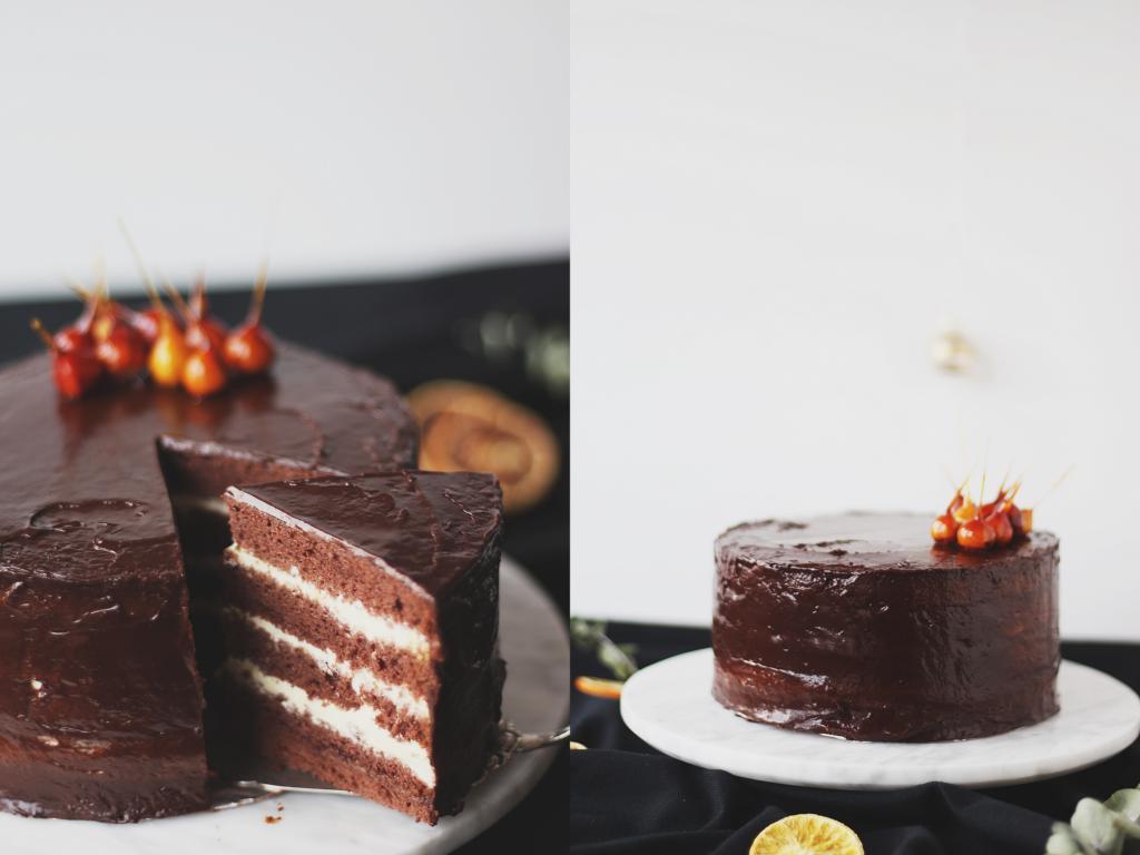 Links die angeschnittene Torte, rechts die ganze Torte
