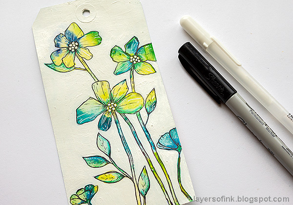 Layers of ink - Flowers on white background tutorial by Anna-Karin Evaldsson. Add lines with black pen.