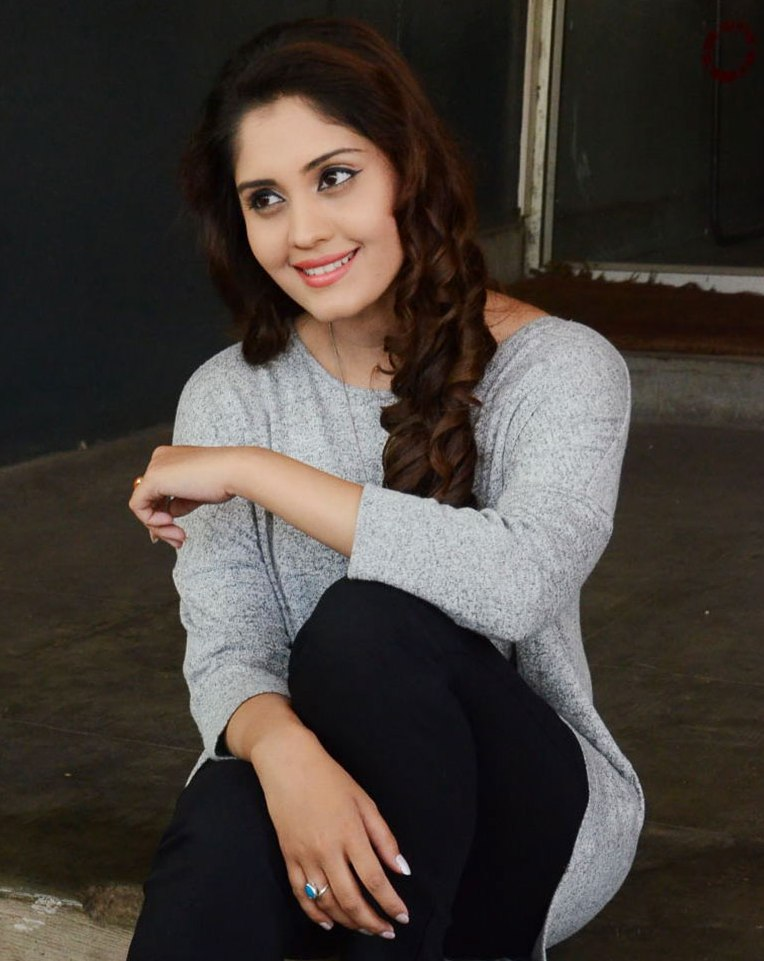 Surabhi Latest Hot Face Close Up Photos