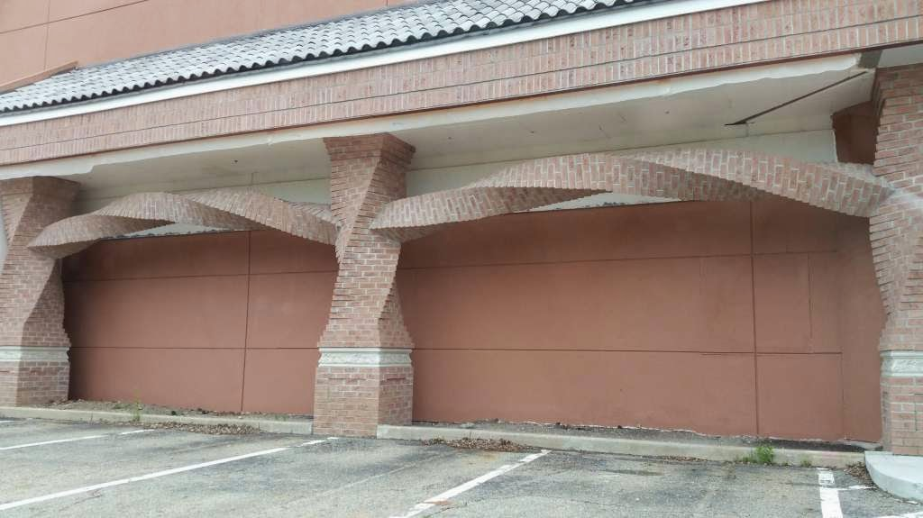 46 Unbelievable Photos That Will Shock You - Horizontally Spiraled Bricks On a New Restaurant Building