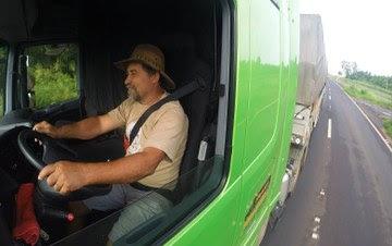 Vida de caminhoneiro: filme faz raio X das estradas brasileiras