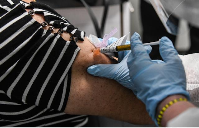 Covid: vacinação será dividida em quatro fases, começando por idosos