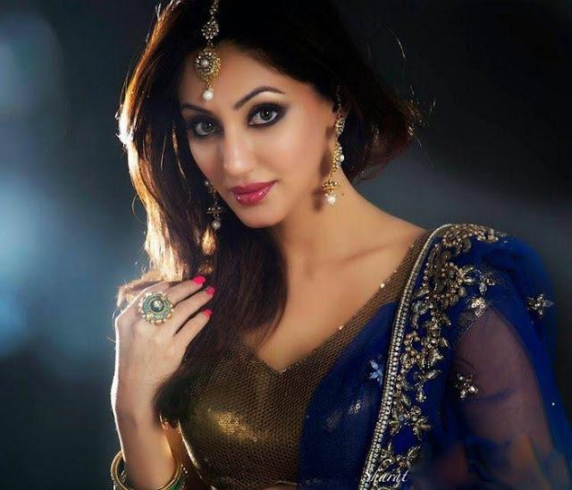 Reyhna Malhotra saree