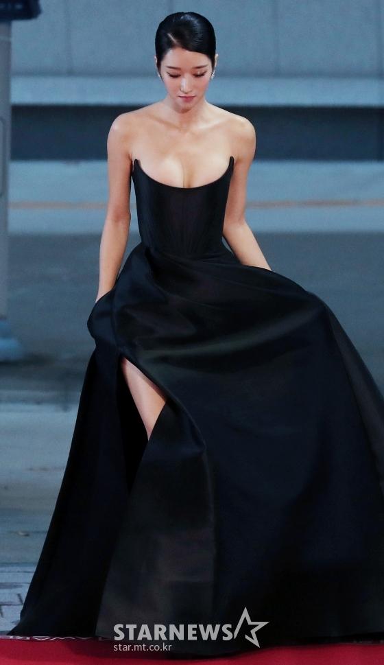 서예지 드레스 핏