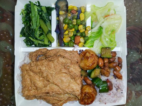 台中大里 立心蔬食堂 大里銅板美食 平價料多又美味 不加味精 中藥湯底