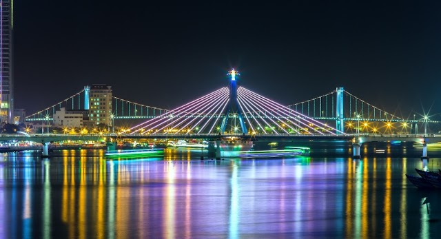 The set of night photos makes tourists wish Da Nang to 'stay up late'