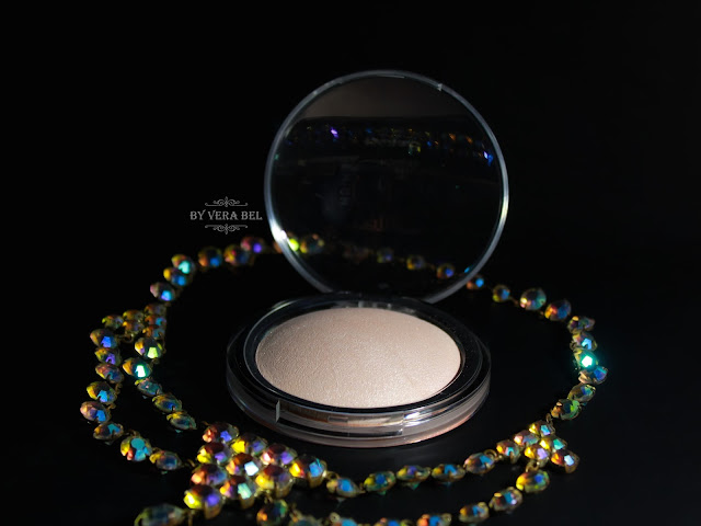 Pudra-haylayter Catrice High Glow Mineral Highlighting Powder v ottenke 010 Light Infusion, обзор, отзыв, свотчи, review, swatches, Vera Bel