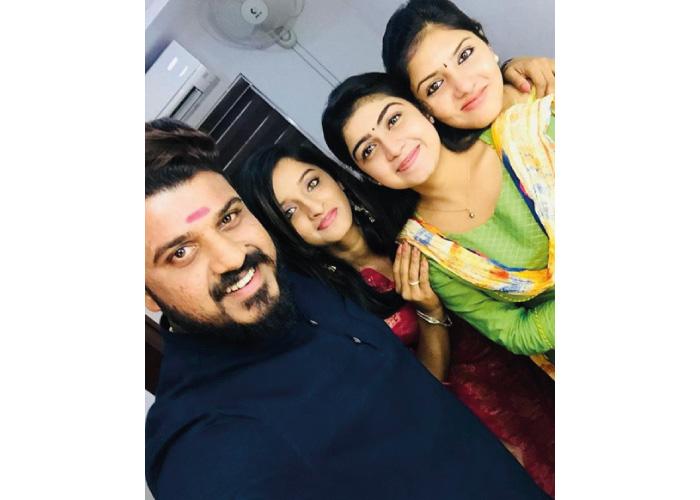 Gayathri suresh with friends