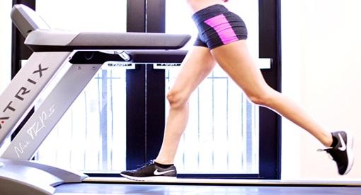 Berlari di atas treadmill untuk mengecilkan perut