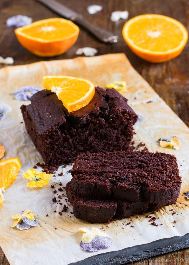 Bizcocho de chocolate y naranja sin lactosa, sin huevo y sin azúcar