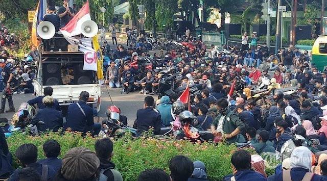 Demo Yogyakarta Rusuh Sebuah Warung Makan Terbakar, Sri Sultan Hamengku Buwono X Turun Tangan