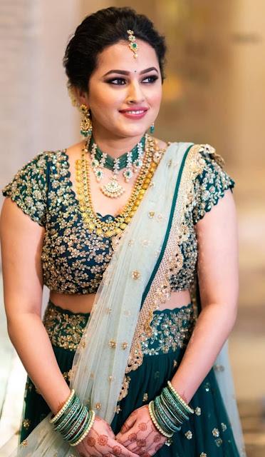 Bride in Emerald Beads Diamond Choker