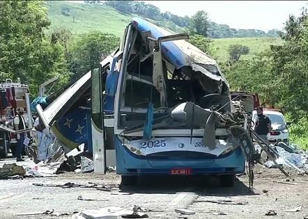 SP: grave acidente de ônibus deixa 41 mortos nesta quarta (25)