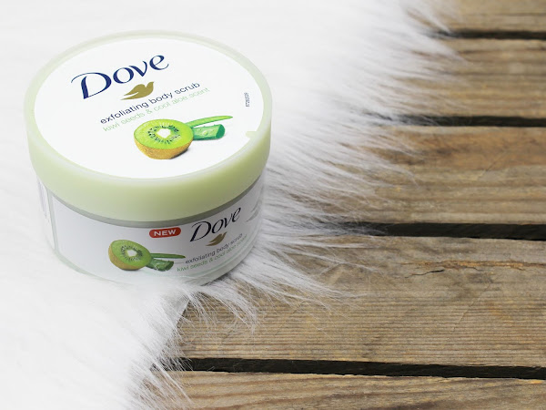 Dove Kiwi Seed & Aloe Vera Exfoliating Body Scrub