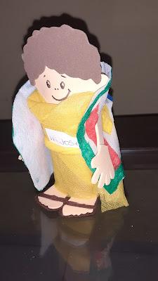 Fantoche feito de rolo de papel higiênico e tnt