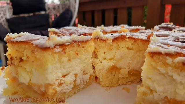 Cytrynowe ciasto z brzoskwiniami i serem - Czytaj więcej »