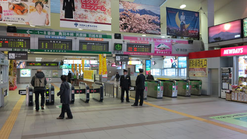 Akita Station platform entrance