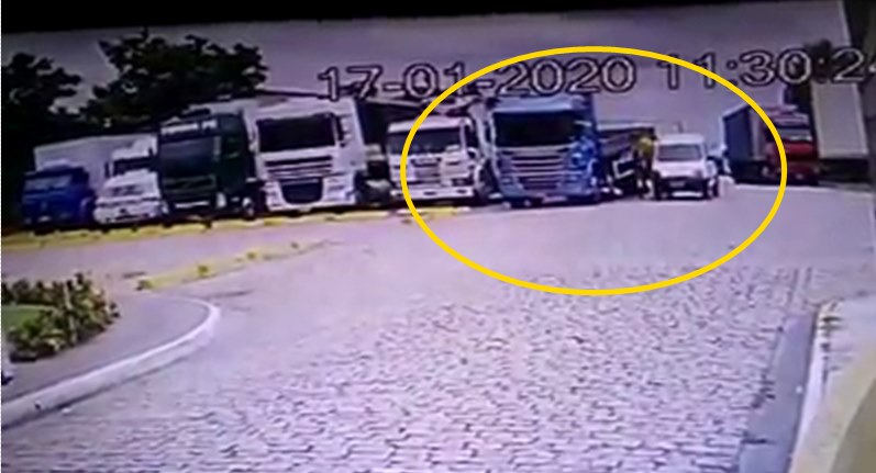 Vídeo mostra como os ladrões de lonas agem durante o dia: