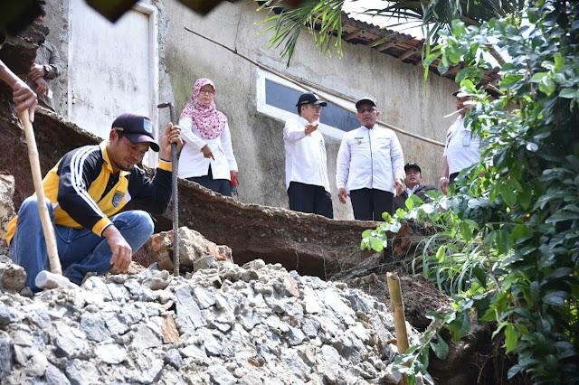 Walikota Tinjau Bencana Longsor di Cipayung