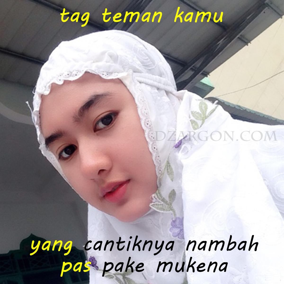 Foto Meme Gokil Lucu dan manis cewek cantik pakai Mukena