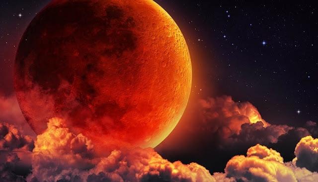 """चंद्रग्रहण उस खगोलीय स्थिति को कहते हैं ,जब चन्द्रमा पृथ्वी के ठीक पीछे उसकी छाया में आ जाता है। ऐसा तब होता है जब सूर्य ,पृथ्वी और चन्द्रमा लगभग एक सीधी रेखा में आ जाते हैं। """""""