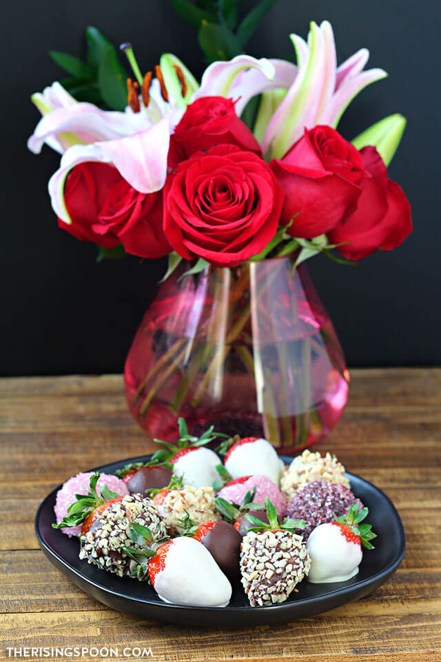 Easy Chocolate Covered Strawberries & Flowers (Perfect Homemade Gift For Birthday, Anniversary, Valentine's Day & Galentine's Day)