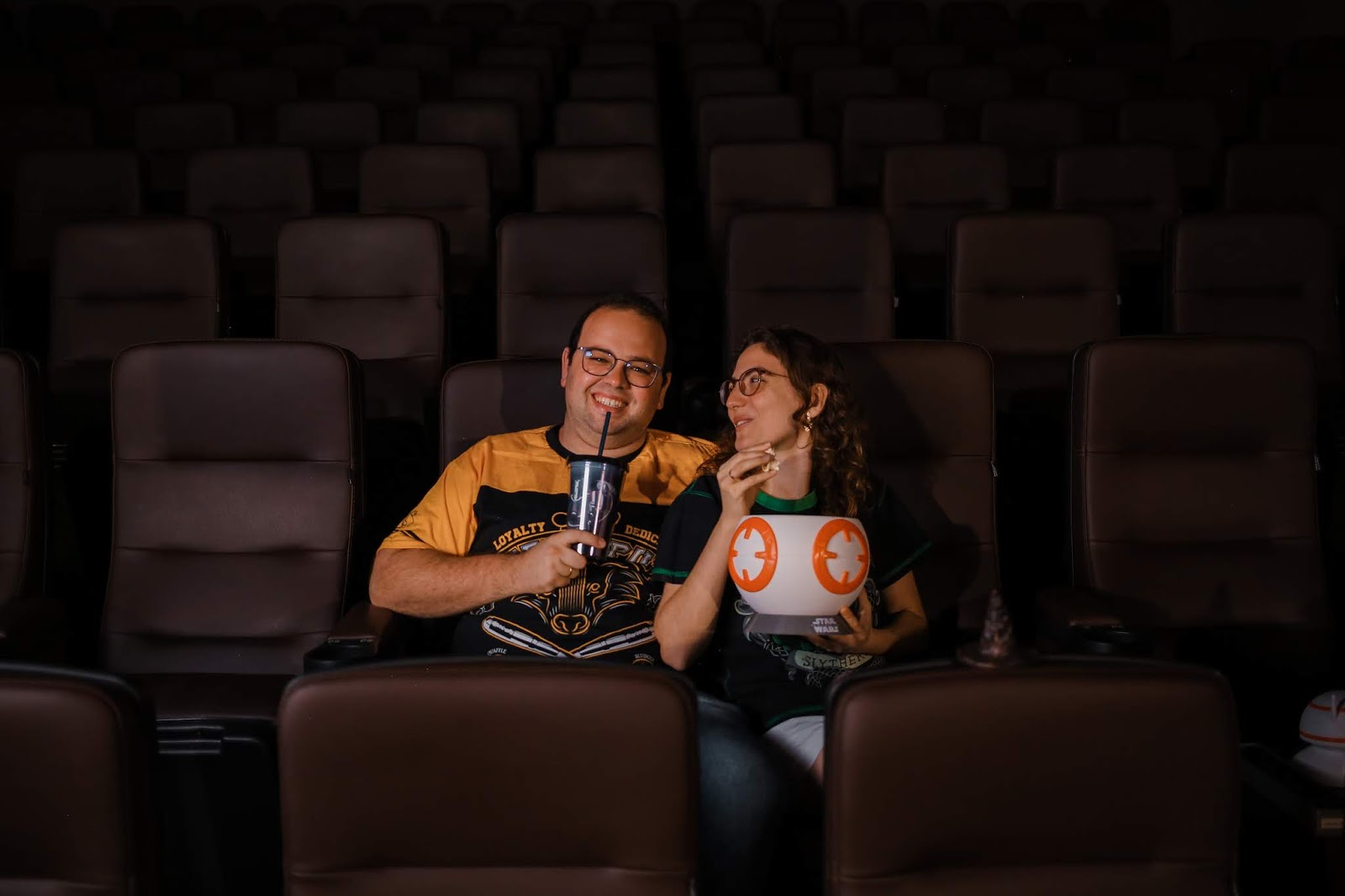 Cinema lixo zero com seu próprio copo e pote de pipoca