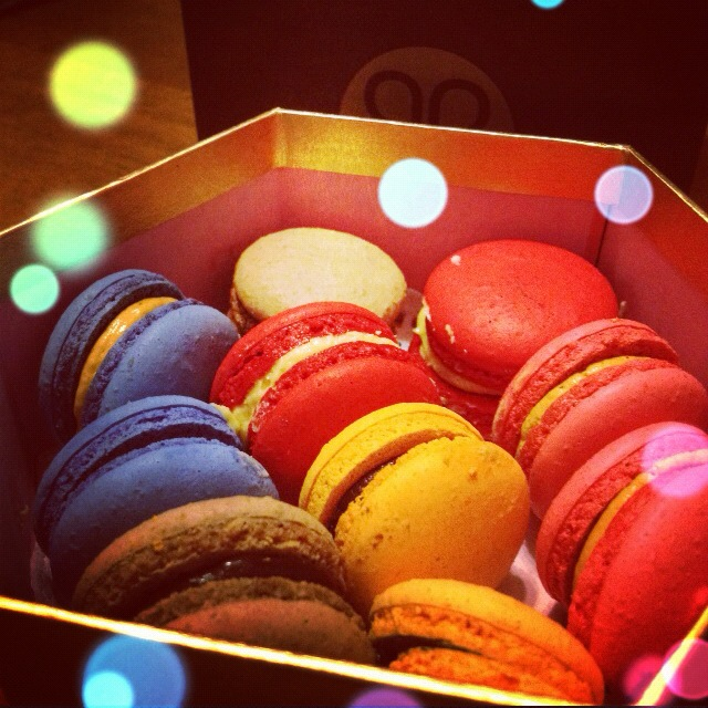 COLOURFUL MACAROONS BOKEH