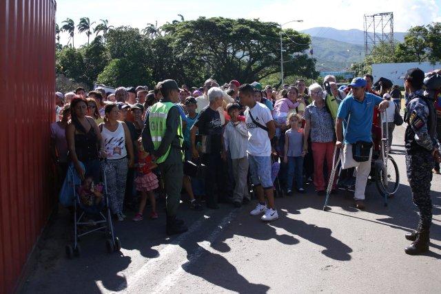 VENEZUELA: venezolanos aliviaron un poco sus penurias con la reapertura parcial de los puentes fronterizos con Colombia.